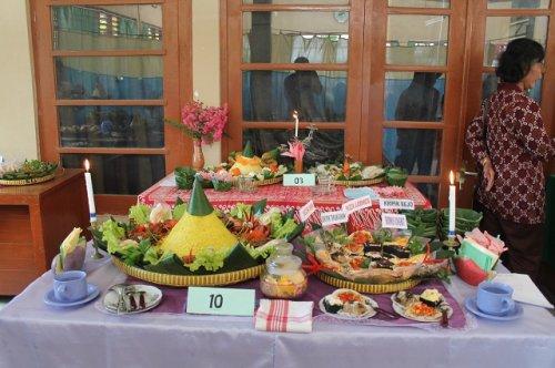 Lomba Hias Tumpeng dan Snack Tradisonal TP PKK Desa